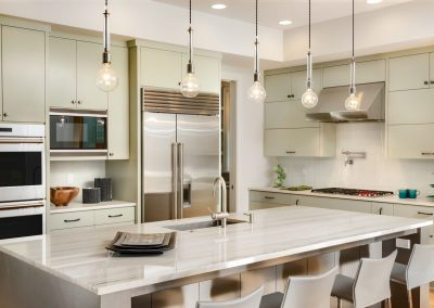 Cuisine champêtre,  comptoir en granit pâle. Commandez en ligne maintenant sur granitcomptoir.com